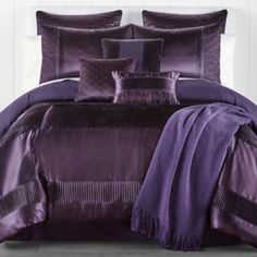 30 French Country Bedroom Design and Decor Ideas for a Unique and Relaxing Space - The Trending House Plum Bedding, Purple Comforter, Purple Bedding Sets, Comforter Sets, Purple Home, Luxury Duvet Covers, Luxury Bedding, Royal Purple Bedrooms, Country Bedroom Design
