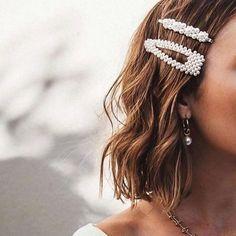 ♥️ Faux Oversized Pearl Hair Clips ♥️ ✨Reserved for Georgina ✨ Accessories Hair Accessories Crystal Hair, Pearl Hair, Fashion Magazin, Twist Headband, Hair Accessories For Women, Wedding Accessories, Jewelry Accessories, Hair Barrettes, Scrunchies