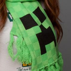 NX : Minecraft Creeper Scarf - Clothing Inspired by Video Games & Geek Culture Minecraft Outfits, Minecraft Clothes, Minecraft Stuff, Minecraft Party, Crochet Scarves, Knit Crochet, Creeper Costume, Fandom Outfits, Geek Culture