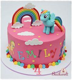 Hier ist meine nächste Torte, die ich für die kleine Emily gemacht habe. Sie liebt My little Pony und deshalb gab es diese Torte mit Rainbow...