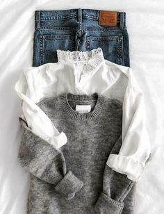Jean + pull gris col rond + chemise blanche col haut à dentelle - Best Picture For Chic Style jeans For Your Taste You are looking for something, and it is going to Looks Chic, Looks Style, My Style, Mode Outfits, Fashion Outfits, Womens Fashion, Fashion Tips, Lifestyle Fashion, Fashion Basics