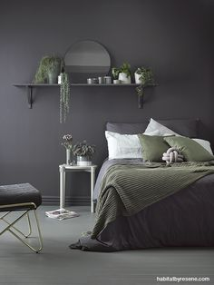Walls trim and shelving in deep and dark Resene Nocturnal set the mood for a cocoon-like bedroom pi&; Walls trim and shelving in deep and dark Resene Nocturnal set the mood for a cocoon-like bedroom pi&; Charcoal Bedroom, Gray Bedroom Walls, Feature Wall Bedroom, Bedroom Wall Colors, Bedroom Color Schemes, Room Ideas Bedroom, Home Decor Bedroom, Dark Gray Bedroom, Bedroom Mirrors