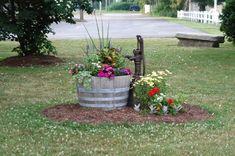 Garden Yard Ideas, Lawn And Garden, Garden Projects, Garden Art, Country Garden Ideas, Spring Garden, Garden Ideas For Front Of House, Barrel Garden Ideas, Garden Junk