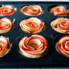 Apple Rose Pies - FMITK: From My Impossibly Tiny Kitchen Recipe and photo directions for mini rose apple pies.Recipe and photo directions for mini rose apple pies. Mini Desserts, Just Desserts, Delicious Desserts, Dessert Recipes, Yummy Food, Easter Desserts, Italian Desserts, Lemon Desserts, Apple Recipes