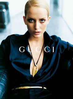 Georgina Grenville by Mario Testino for Gucci FW 1996 90s Fashion, Fashion Models, Fashion Brands, Vintage Fashion, Fashion Shoot, Luxury Fashion, Blue Fashion, African Fashion, High Fashion