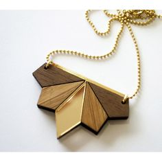 LES PETITES DECOUPES // collier - bois - wood - noyer -bambou - plexi - madeinfrance Wooden Jewelry, Resin Jewelry, Diy Jewelry, Jewlery, Jewelry Ideas, Laser Cut Jewelry, Arrow Necklace, Pendant Necklace, Wood Resin