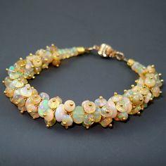 Ethiopian Fire Opal Bracelet Opal Cluster von JewelryByJacoby