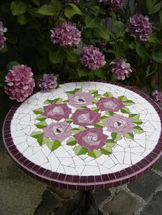 Mosaic patio table top with roses.I love how the roses are composed of small triangles.I love all things purpleFinally You can use your broken plates or tales =) Tile Art, Mosaic Art, Mosaic Glass, Mosaic Tiles, Stained Glass, Glass Art, Mosaic Crafts, Mosaic Projects, Mosaic Designs