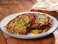Rosti di patate e zucchine | Cookaround  Video ricetta di questa spettacolare ricetta svizzera che rende omaggio a patate e zucchine, senza nessun artificio. Semplicemente due ingredienti e una padella, delizioso