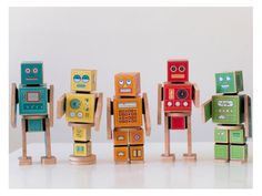 Which is why I was over the moon to discover Caravan Shoppe, a site chock-full of adorable printables, including their Ollibots line of robot blocks. Paper Robot, Paper Toys, Crafts For Kids To Make, Craft Activities For Kids, Kids Crafts, Box Robot, Robot Theme, Robot Costumes, Robots For Kids