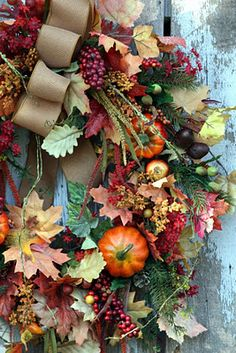 Fall Wreath. I love this look, check out my blog for more inspiring #Fall #trends.. http://www.vintagefancy-fancy.blogspot.com/