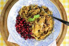 Kaalilaatikko on kotiruokien aatelia. Cabbage Casserole, Scandinavian Food, Cauliflower, Oatmeal, Good Food, Vegetables, Breakfast, Kitchens, The Oatmeal