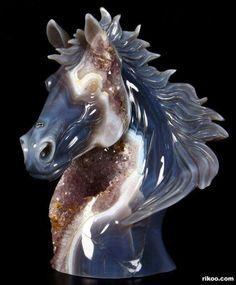 Geode Agate Carved Crystal Horse Head. Photo: Rikoo