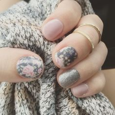 So subtle and yet so beautiful! Mix of Dusty Floral, Diamond Dust Sparkle and Daydream.  #jamberry #nailart #manicures #dustyfloraljn #diamonddustsparklejn #daydreamjn