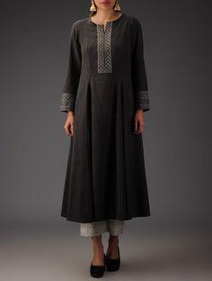 Embroidered Anarkali Kurta Love the detail but keep it simple Salwar Designs, Kurta Designs Women, Blouse Designs, Pakistani Dresses, Indian Dresses, Indian Outfits, Indian Attire, Indian Wear, Ethnic Fashion