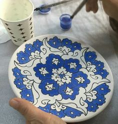 Çini Painted Ceramic Plates, Hand Painted Ceramics, Ceramic Painting, Ceramic Art, Blue Pottery, Ceramic Pottery, Pottery Painting Designs, Glaze Paint, Glazed Tiles
