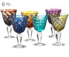 Gepunktet oder gestreift, Blau oder Rot – Das bunte Weinglas-Set CUTTINGS von Pols Potten bringt Abwechslung auf den Tisch. Die sechs Weinkelche aus Glas bestechen mit unterschiedlichen Designs in bunten Farben. Jedes Glas bereichert Ihre Tafel mit seiner einzigartigen Ausstrahlung.