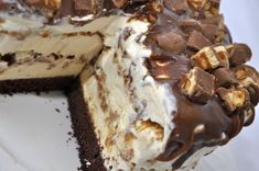 tort inghetata Snickers 044 Gelato, Parfait, Tiramisu, Sweets, Healthy, Cake, Ethnic Recipes, Desserts, Food