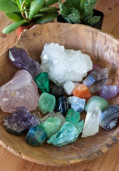 Crystals and succulents have become some of my latest obsessions. This has sparked my latest project- making my own mini crystal + succulent garden. Crystal Healing Stones, Crystal Magic, Crystal Grid, Stones And Crystals, Minerals And Gemstones, Rocks And Minerals, Crystal Aesthetic, Displaying Crystals, Crystal Decor