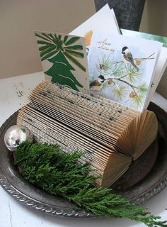 Looking for cheap Christmas decoration ideas? Try these DIY Christmas crafts, including turning a book into a holder to display holiday greeting cards. Christmas Card Display, Diy Christmas Cards, Noel Christmas, Christmas Card Holders, Christmas Projects, All Things Christmas, Winter Christmas, Holiday Crafts, Holiday Fun