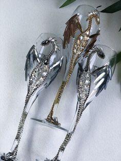 Wedding Toasting Glasses, Toasting Flutes, Wedding Champagne Flutes, Silver Wedding Decorations, Decor Wedding, Wedding Ideas, Dragon Wedding, Goth Home Decor, White Wine Glasses