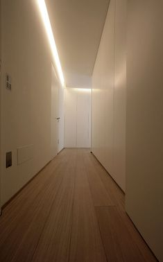 Attico in Roma by Carlo Colombo Architectural Lighting Design, Modern Lighting Design, Linear Lighting, Interior Lighting, Small Apartment Interior, Interior Design Living Room, Blitz Design, Hidden Lighting, Corridor Lighting