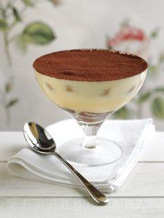 A tiramisu a világ egyik legjobb édessége, érdemes kipróbálni ezt a poharas csodát, ha nincs kedvetek sok időt tölteni az édesség elkészítésével. Hozzávalók: 1 csomag babapiskóta 0,5 dl főtt fekete kávé 30 dkg mascarpone 3 evőkanál...
