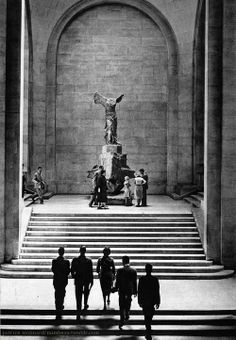France. Le Louvre, Paris 1950s // by Patrice Molinard