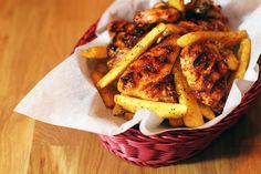 Kömür ateşinde pişmiş çıtır çıtır tavuk kanatları...