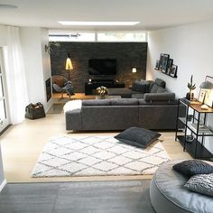 Here are some doable living room decor and interior design tips that will make your home cozy and comfortable for family and friends. Home Decor, Apartment Decor, Living Room Grey, Contemporary Decor Living Room, Interior Design Living Room, Pinterest Living Room, Interior Design, Brown Living Room, Living Decor