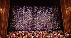 REBECCA LOUISE LAW: cascate di fiori che pendono dal soffitto [FOTO]