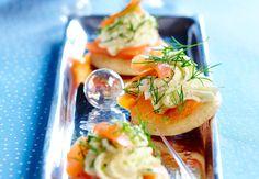 Blinis à la chantilly d'aneth et au saumon La recette des blinis à la chantilly d'aneth et au saumon : légers et gourmands, à l'apéritif ou en entrée !