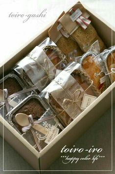Packaging for small pastries Bake Sale Packaging, Brownie Packaging, Baking Packaging, Bread Packaging, Dessert Packaging, Food Packaging Design, Gift Packaging, Packaging Ideas, Bakery Business