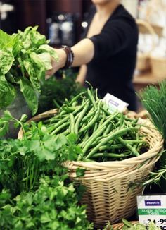 what's not to love about fresh green beans? Green Veggies, Fresh Fruits And Vegetables, Fruit And Veg, Vegetable Stand, Fresh Market, Farm Life, Farmers Market, Green Beans, Natural
