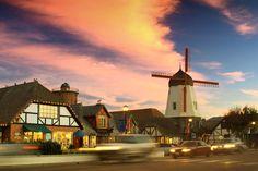Solvang,Santa Barbara附近的一个小镇。像是童话城堡。