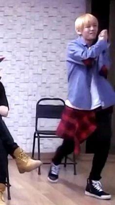 Taehyung Abs, Kim Taehyung Funny, Kim Namjoon, Bts Bangtan Boy, Bts Boys, Bts Jungkook, J Hope Dance, V Video, V Bts Wallpaper