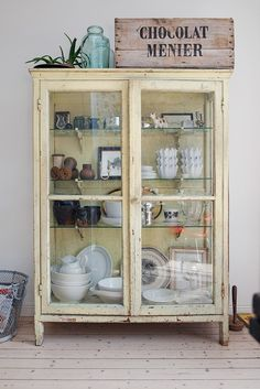 Glass front cupboard- Sofias Inredning