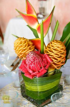 Tropical wedding flower arrangement Nosara Wedding Photography in Costa Rica | Oriana Photography | Photo credit: Oriana Fowler