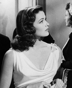Gene Tierney in Laura 1944 Old Hollywood Glamour, Golden Age Of Hollywood, Vintage Hollywood, Classic Hollywood, Laura 1944, Gene Tierney, Classic Films, Aesthetic Vintage, Celebs
