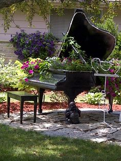 Piano garden ♡♡♡ http://pinterest.com/cameronpiano