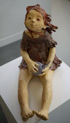 Jurga Martin , originaire de Lituanie, a révélé une toute autre manière de sculpter, en affirmant de ses mains la magie vitale des personnages, tour à tour rêveurs, rieurs ou mélancoliques.