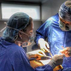 Uno de los elementos importantes en cada  intervencion quirurgica es el equipo de trabajo .Por fortuna siempre cuento con el apoyo de los mejores profesionales. Agradezco a todo mi equipo de trabajo ya que son quienes me permiten desempeñarme como cirujano plástico.  Dr. Gerardo Camacho Cirujano Plástico Estético y Reconstructivo Miembro de la Sociedad Colombiana de Cirugía Plástica S.C.C.P Bogotá Colombia Comunícate al +57 3187120345 (WHATSAPP) Para saber más ingresa a…