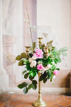 A private event in Florence with Flower Designing by Fluida Design.  See more here: http://www.lesamisphoto.com/blog/a-day-in-florence-with-fluida-design/