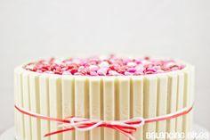 torta de chocolate blanco y m&m