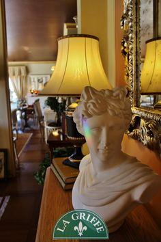 Complementi e oggetti di fascino #classic #style #interiors #interiordesign #arredamento Table Lamp, Interior Design, Lighting, Decor, Style, Nest Design, Swag, Table Lamps, Decoration