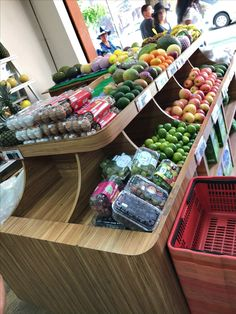 Produce Displays, Produce Stand, Food Displays, Vegetable Crates, Vegetable Shop, Vegetable Decoration, Farmers Market Display, Fruit Storage, Supermarket Design