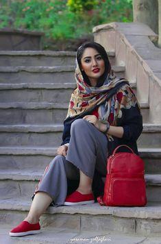 Carpet Runners Rubber Backed Iranian Women Fashion, Arab Fashion, Muslim Fashion, Girl Fashion, Womens Fashion, Beautiful Muslim Women, Beautiful Hijab, Iranian Beauty, Persian Beauties