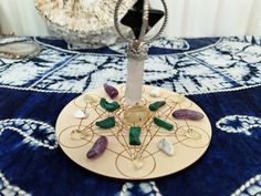 Crystal Grid, Clear Crystal, How To Make Crystals, Crystal For Anxiety, Wood Stone, Smudge Sticks, Crystal Meanings, Egg Shape, Colored Paper