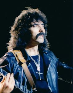 Every Day With Classic Rock & Heavy Metal & More. Rock N Roll Music, Rock And Roll, Geezer Butler, James Dio, Famous Musicians, Ozzy Osbourne, Heavy Metal Bands, Black Sabbath, Cool Guitar