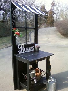Small potting bench, somehow mobile for displays. Small potting bench, somehow mobile for displays. Potting Bench Plans, Potting Tables, Potting Sheds, Potting Bench With Sink, Potting Station, Shed Design, Garden Design, Diy Shed, Old Windows